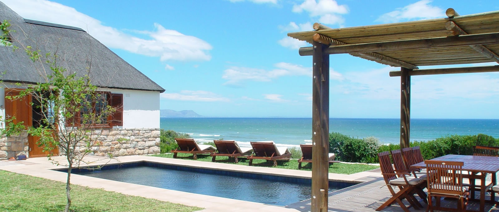 La gratitude self catering accommodation hermanus for Best houses in south africa pictures